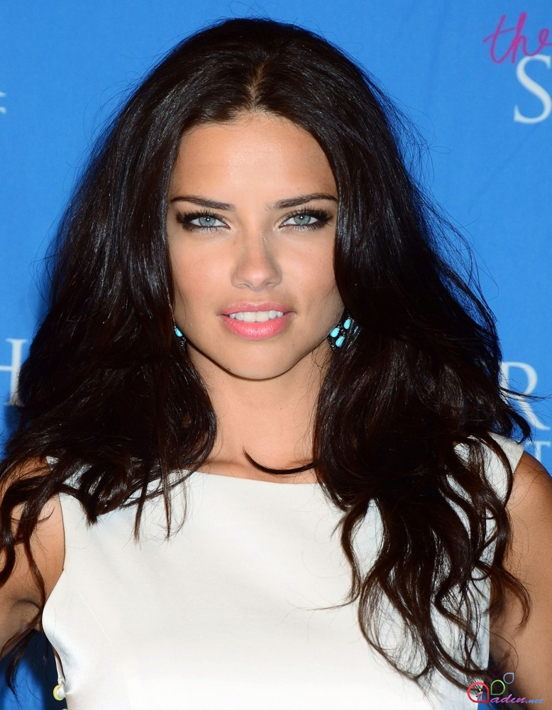 http://qadin.net/uploads/posts/2014-01/1390418356_adriana-lima-launch-the-showstoppe-02.jpg