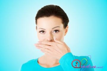 Xoşa gəlməz ağız qoxusunun qarşısını necə almalı?