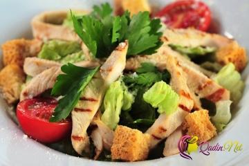 Sezar salatı (foto resept)